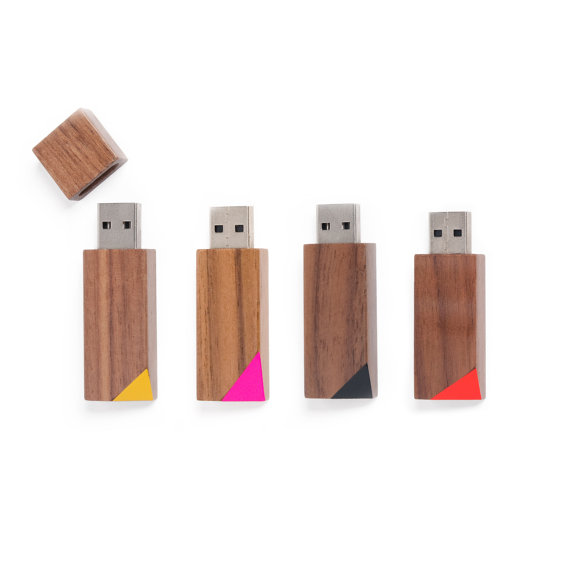 clés usb en bois coloré